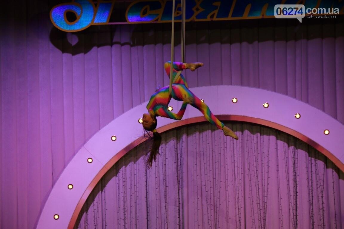 Детям Бахмута подарили новогоднее цирковое представление, фото-5