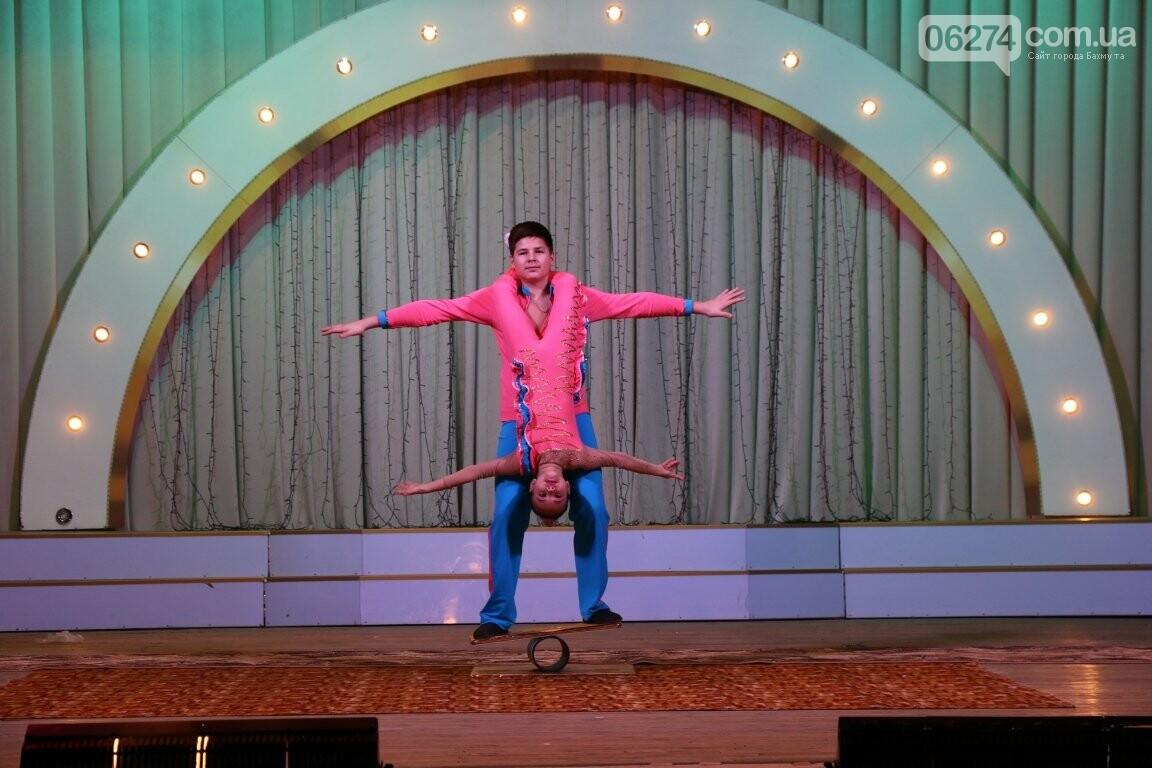 Детям Бахмута подарили новогоднее цирковое представление, фото-11