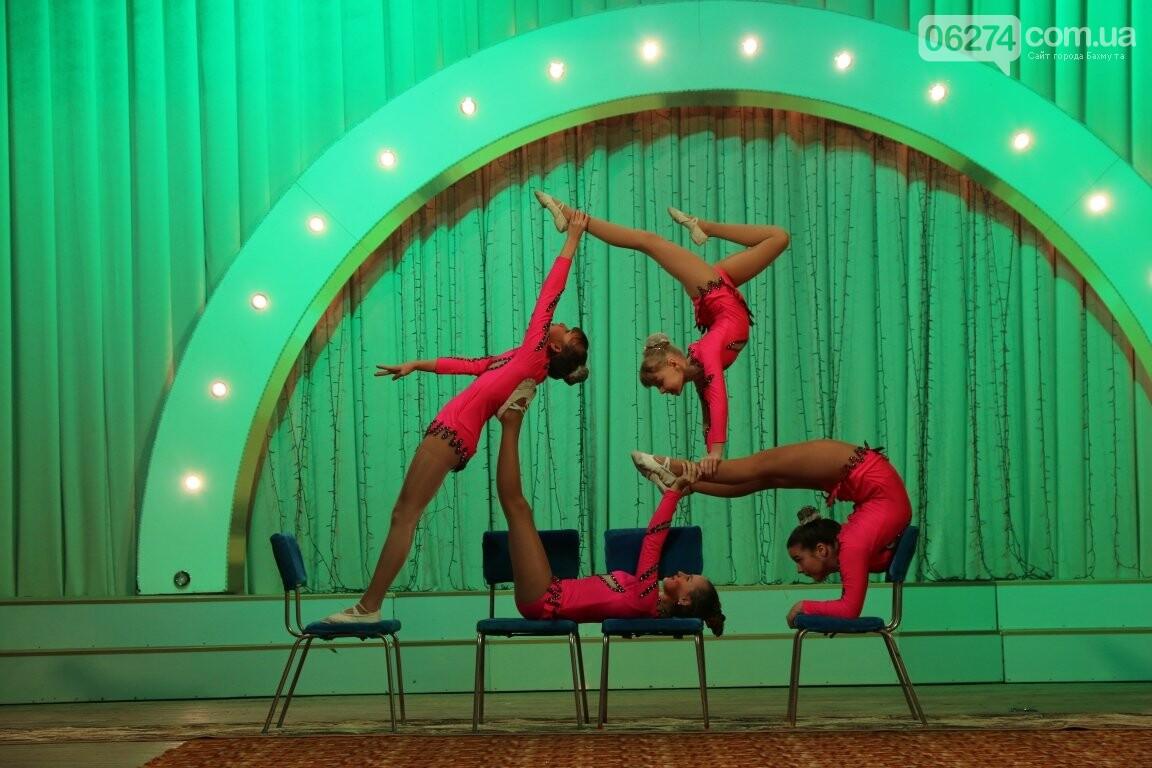 Детям Бахмута подарили новогоднее цирковое представление, фото-8