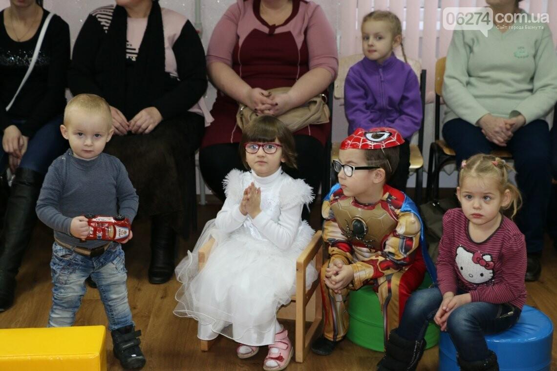 Особенных детей Бахмута поздравили с Новогодними и Рождественскими праздниками, фото-14