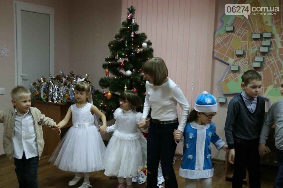 Особенных детей Бахмута поздравили с Новогодними и Рождественскими праздниками, фото-5