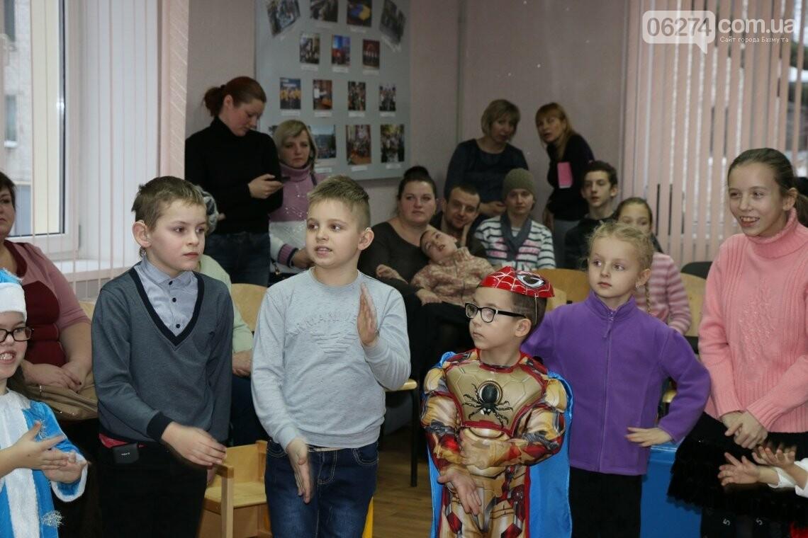 Особенных детей Бахмута поздравили с Новогодними и Рождественскими праздниками, фото-1
