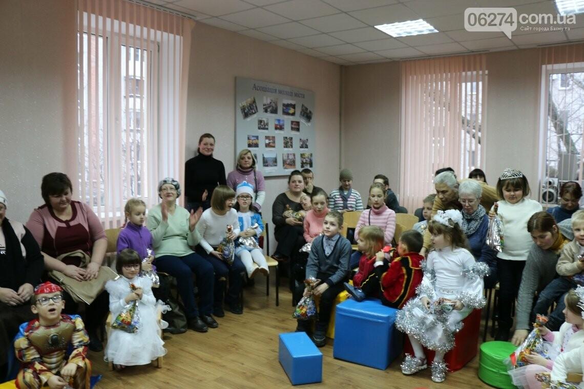 Особенных детей Бахмута поздравили с Новогодними и Рождественскими праздниками, фото-23