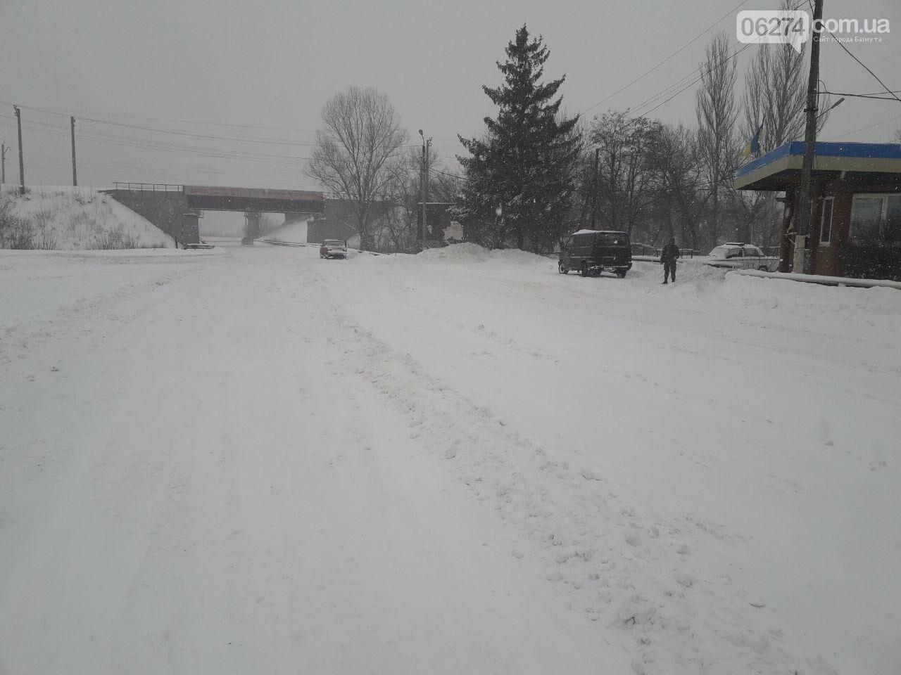 Внимание! Из-за сложных погодных условий движение грузового транспорта ограничено, фото-1