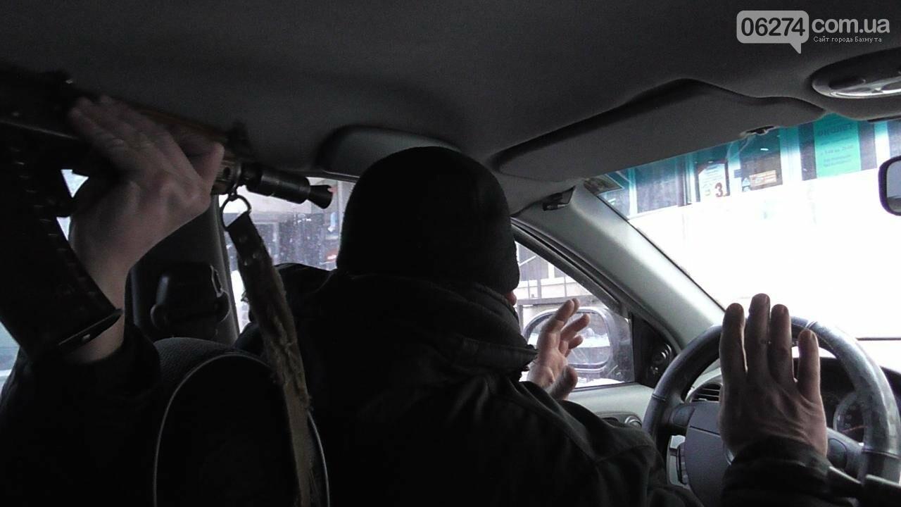 Полицейские Бахмута провели спецоперацию по освобождению заложников и задержанию преступников, фото-1
