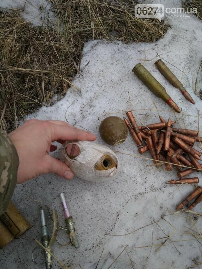 В Бахмутском районе СБУ обнаружила тайник с оружием и боеприпасами, фото-1