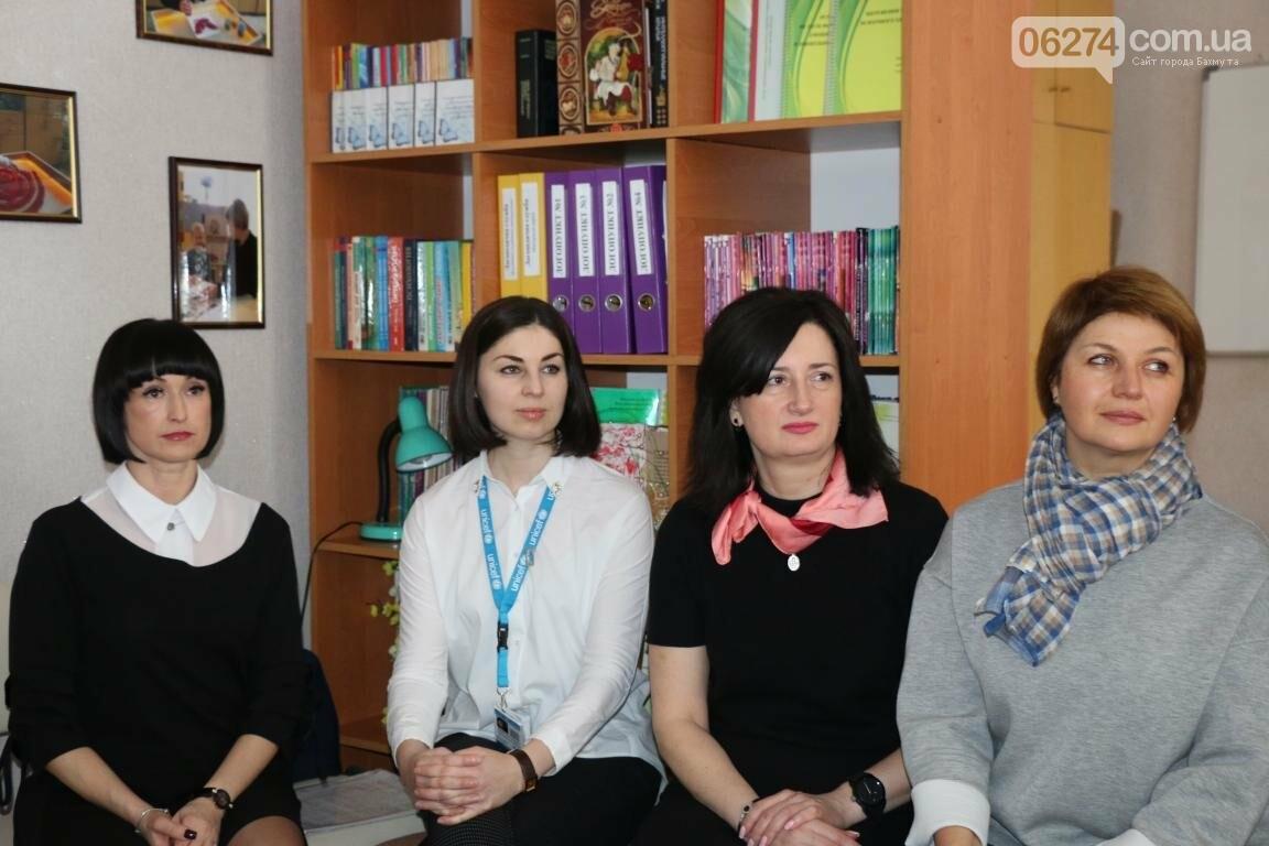 В Бахмуте открыли обновленный Центр психологической поддержки детей и их семей, фото-4