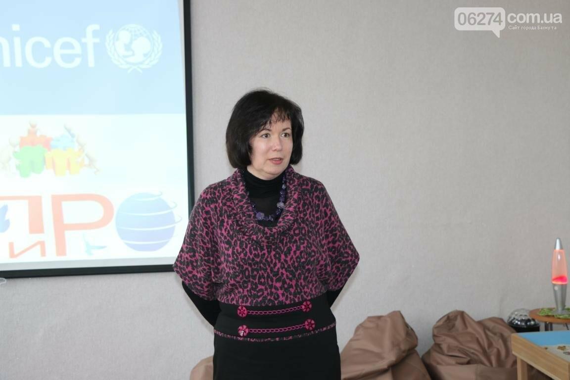 В Бахмуте открыли обновленный Центр психологической поддержки детей и их семей, фото-5