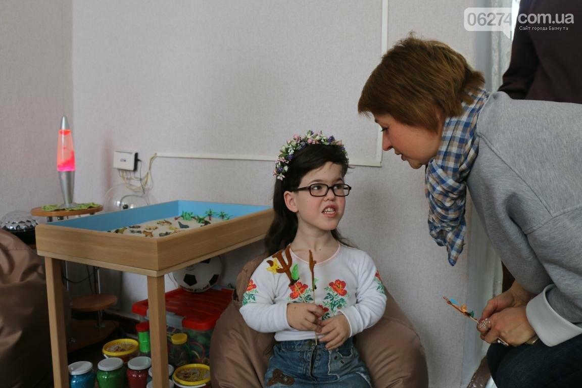 В Бахмуте открыли обновленный Центр психологической поддержки детей и их семей, фото-16