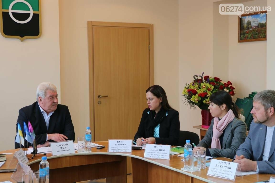 В Бахмуте ведут переговоры с представителями НЕФКО (ДОПОЛНЕНО), фото-1