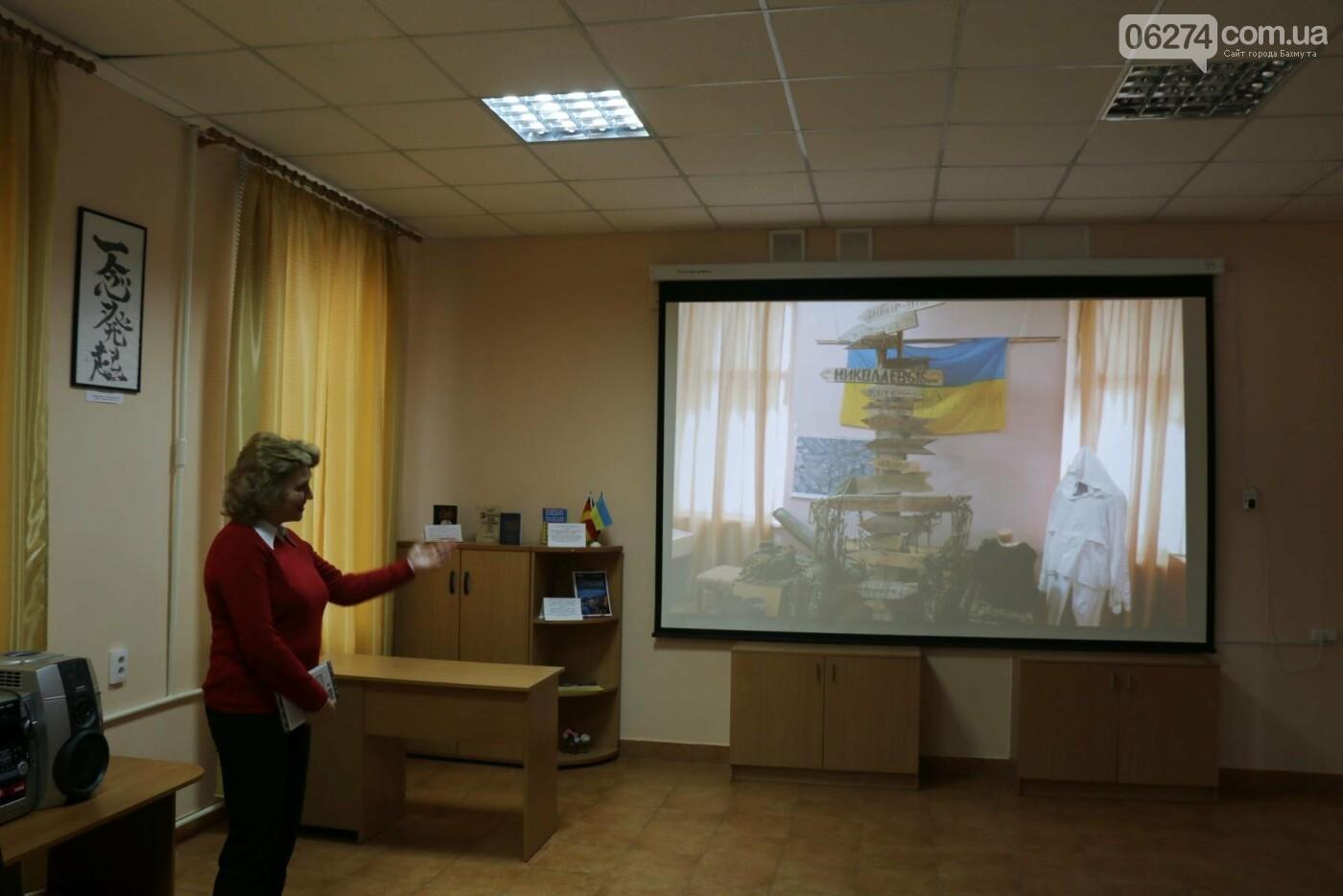 В Бахмуте прошли мероприятия по случаю третьей годовщины выхода украинских войск из Дебальцево, фото-2