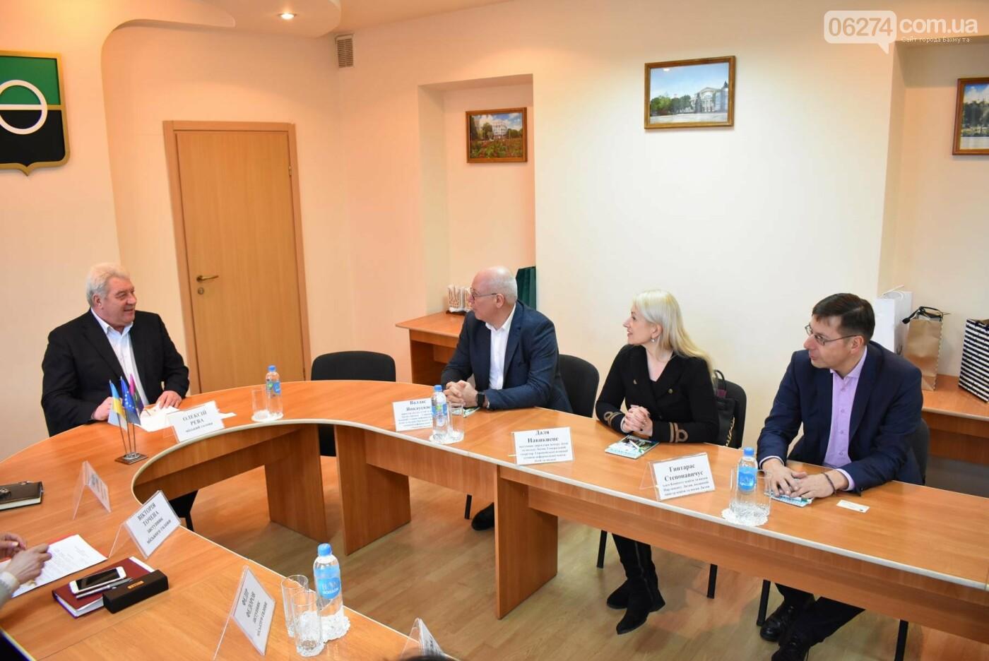 Бахмут посетила делегация из Литвы для обсуждения совместного образовательного проекта, фото-1