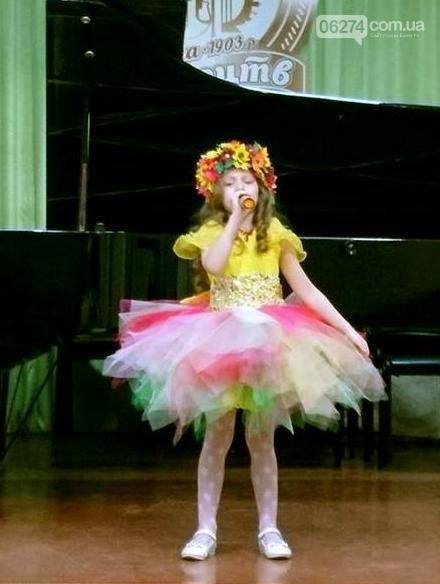 В Бахмуте юные вокалисты приняли участие в фестивале-конкурсе «Крок до зірок», фото-1