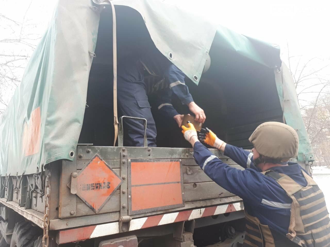 В Бахмутском районе вблизи логистического центра пиротехники изъяли более сорока взрывоопасных предметов, фото-1