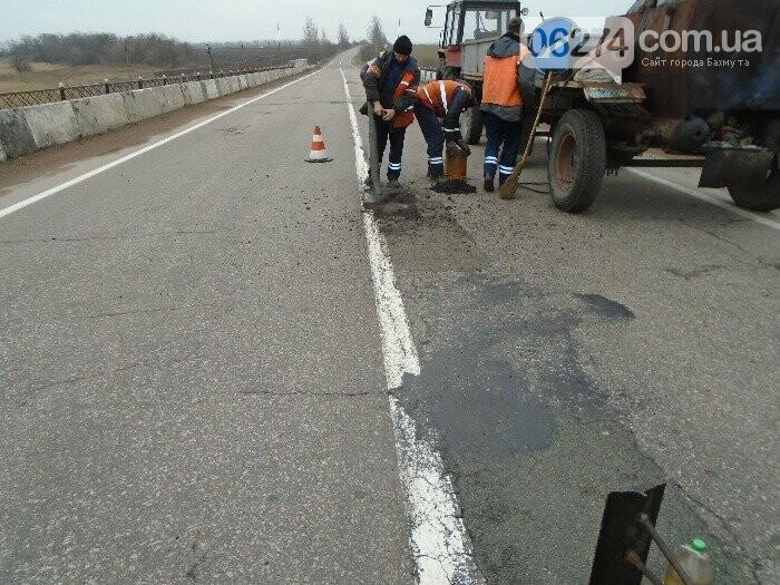 В ликвидации аварийной ямочности на дорогах области задействовано 18 бригад облавтодора, фото-2