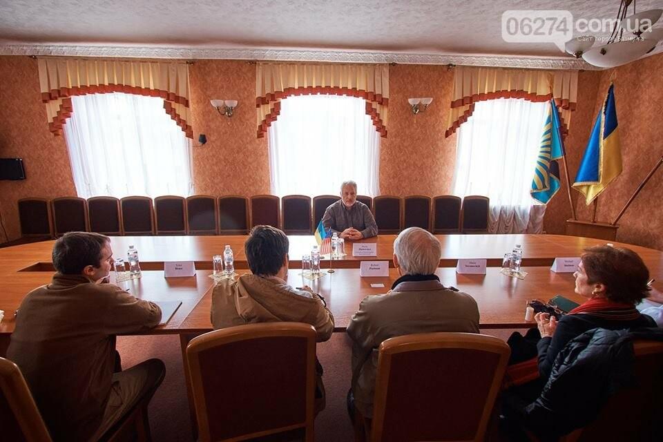 В Бахмуте глава области встретился с делегацией США, фото-4