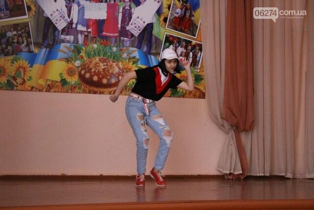 Школьники Бахмута провели благотворительный концерт «Помоги больному ребенку», фото-9