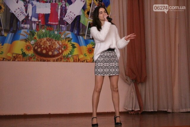 Школьники Бахмута провели благотворительный концерт «Помоги больному ребенку», фото-1