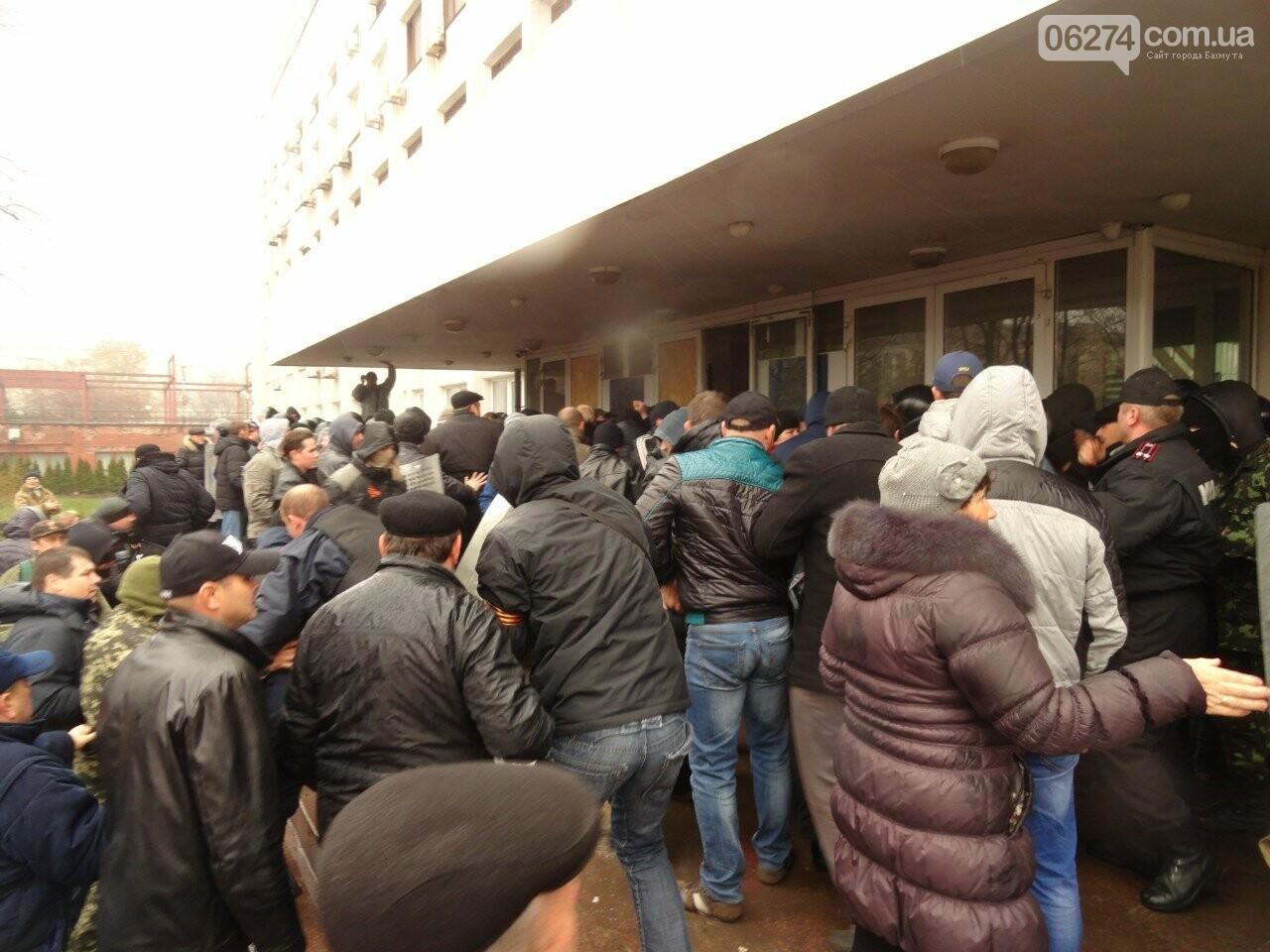 Годовщина захвата админзданий на востоке Украины: кто это делал и почему (ФОТО), фото-2
