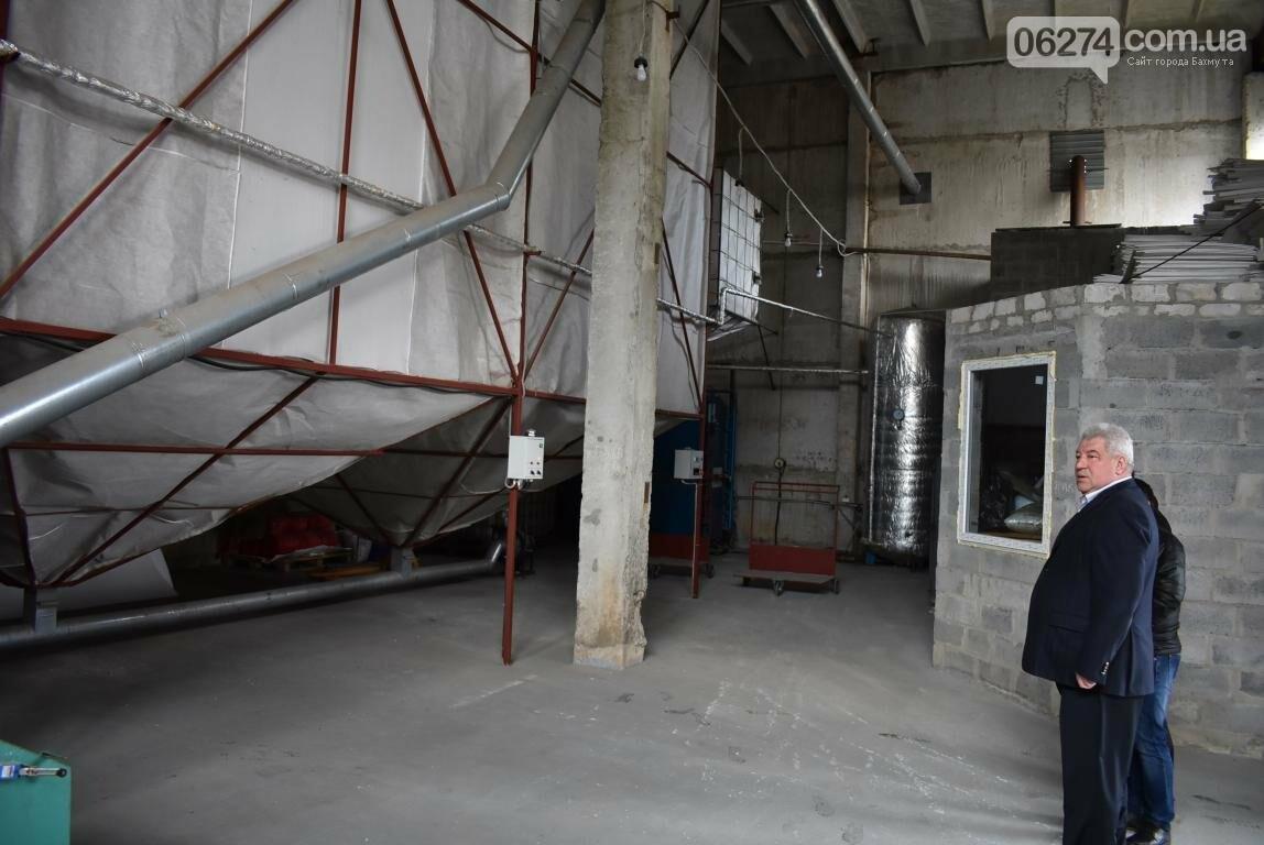 Новое предприятие и ремонт общежития – Бахмутский городской голова провел выездное рабочее совещание, фото-4