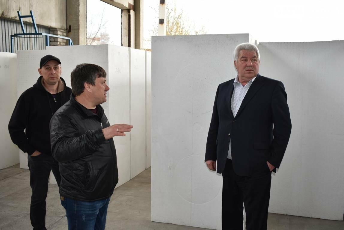 Новое предприятие и ремонт общежития – Бахмутский городской голова провел выездное рабочее совещание, фото-6