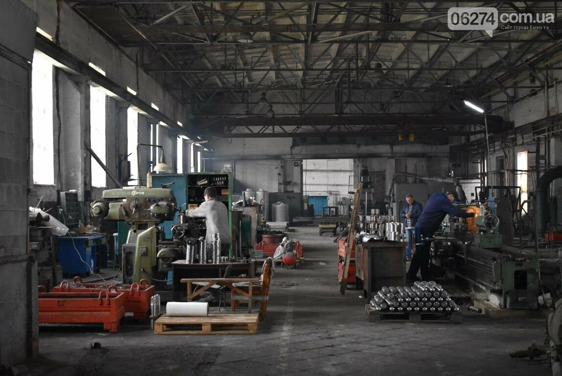 Новое предприятие и ремонт общежития – Бахмутский городской голова провел выездное рабочее совещание, фото-12