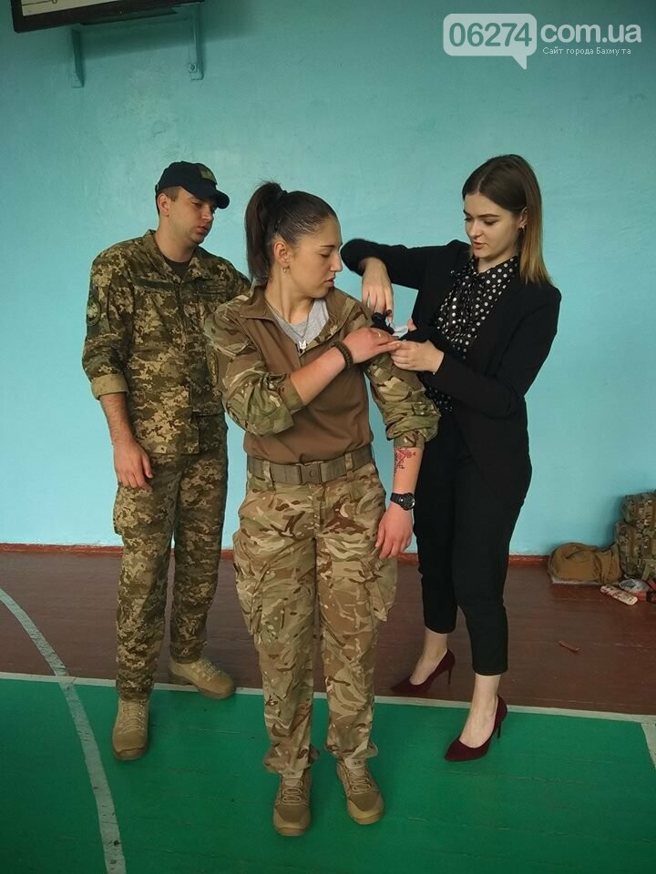 Школьникам Бахмута показали, что нужно делать при ранениях и травмах, фото-5