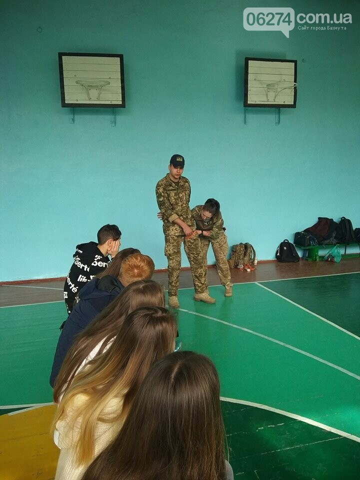 Школьникам Бахмута показали, что нужно делать при ранениях и травмах, фото-3