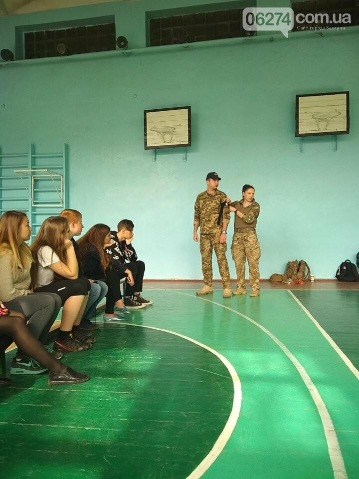 Школьникам Бахмута показали, что нужно делать при ранениях и травмах, фото-2