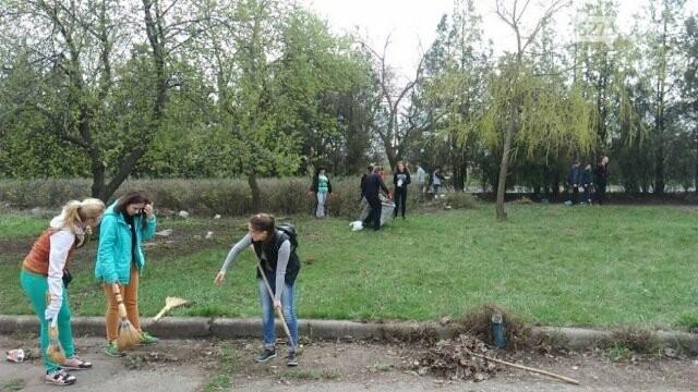 Школьники и студенты Бахмута приняли участие в общегородской экологической акции (ФОТО), фото-3