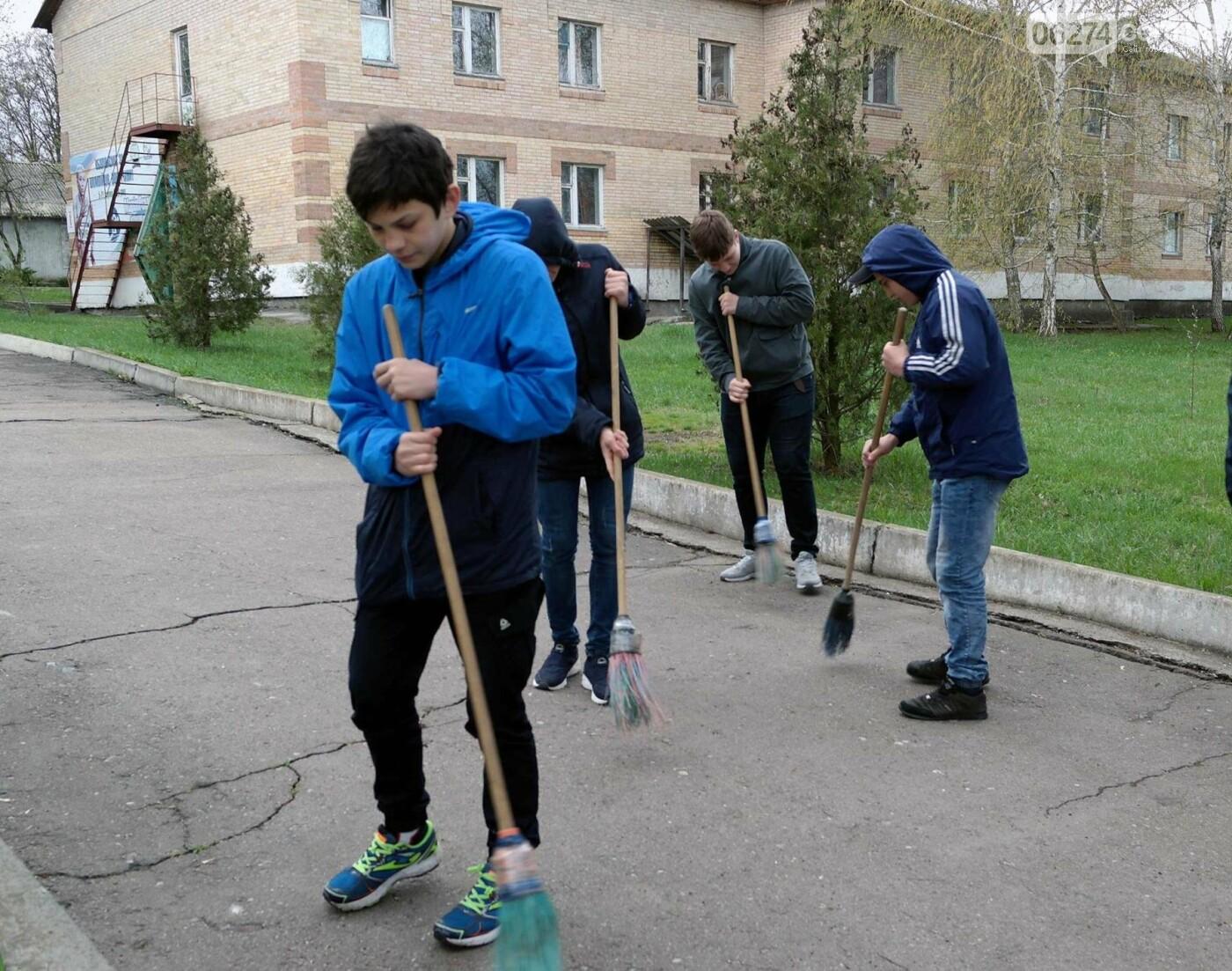 Школьники и студенты Бахмута приняли участие в общегородской экологической акции (ФОТО), фото-15