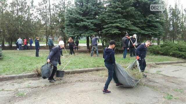 Школьники и студенты Бахмута приняли участие в общегородской экологической акции (ФОТО), фото-4