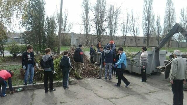 Школьники и студенты Бахмута приняли участие в общегородской экологической акции (ФОТО), фото-5