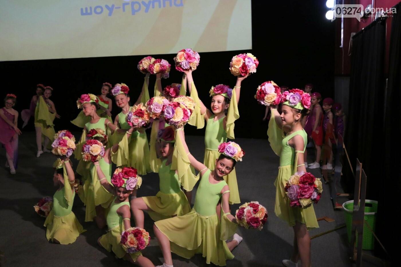 В Бахмуте прошел отчетный концерт образцового ансамбля танца «Непоседы» (ФОТОРЕПОРТАЖ), фото-2