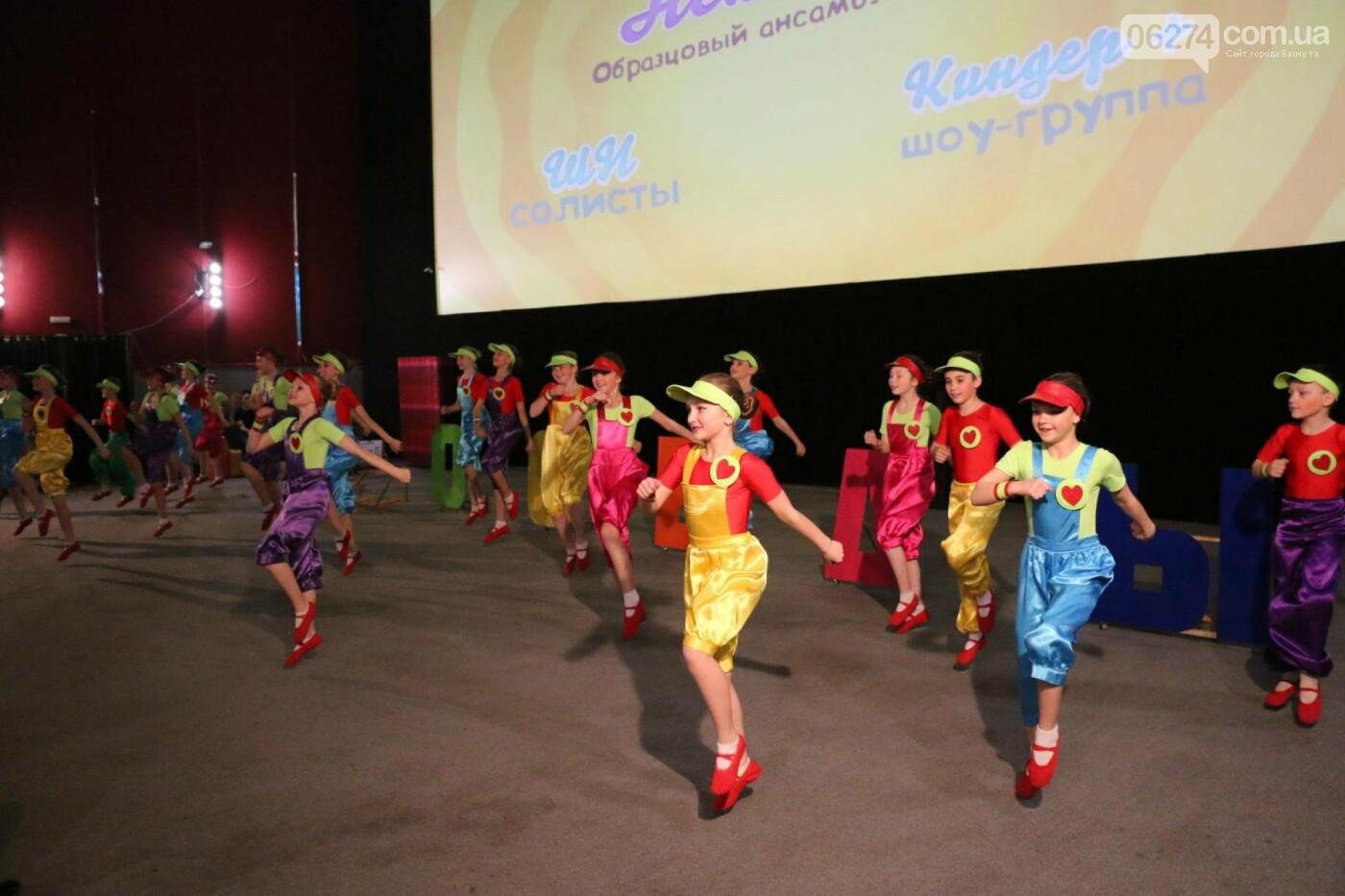 В Бахмуте прошел отчетный концерт образцового ансамбля танца «Непоседы» (ФОТОРЕПОРТАЖ), фото-26