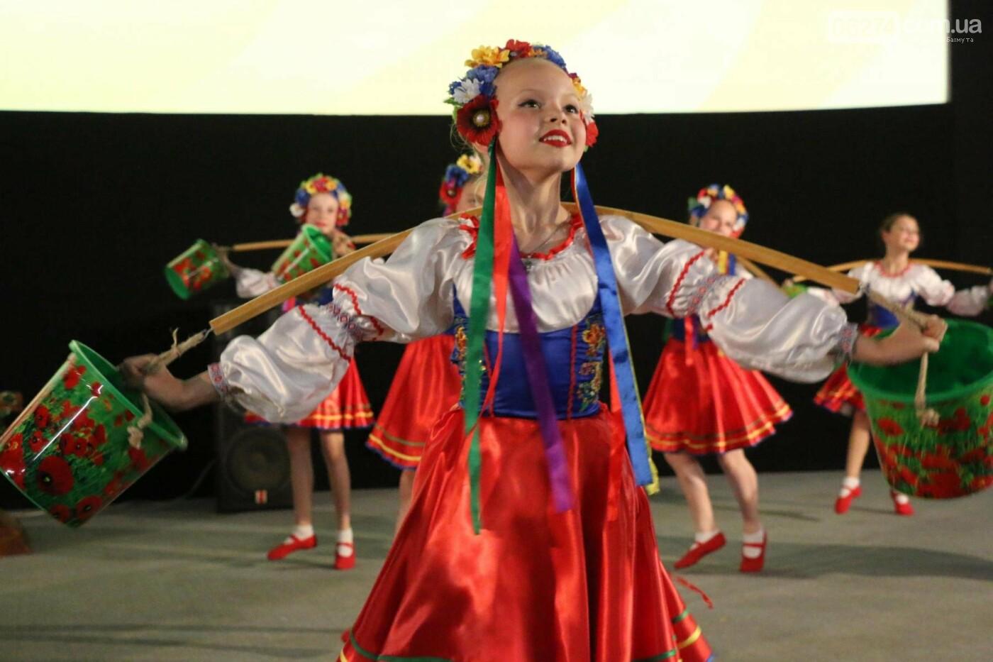 В Бахмуте прошел отчетный концерт образцового ансамбля танца «Непоседы» (ФОТОРЕПОРТАЖ), фото-45
