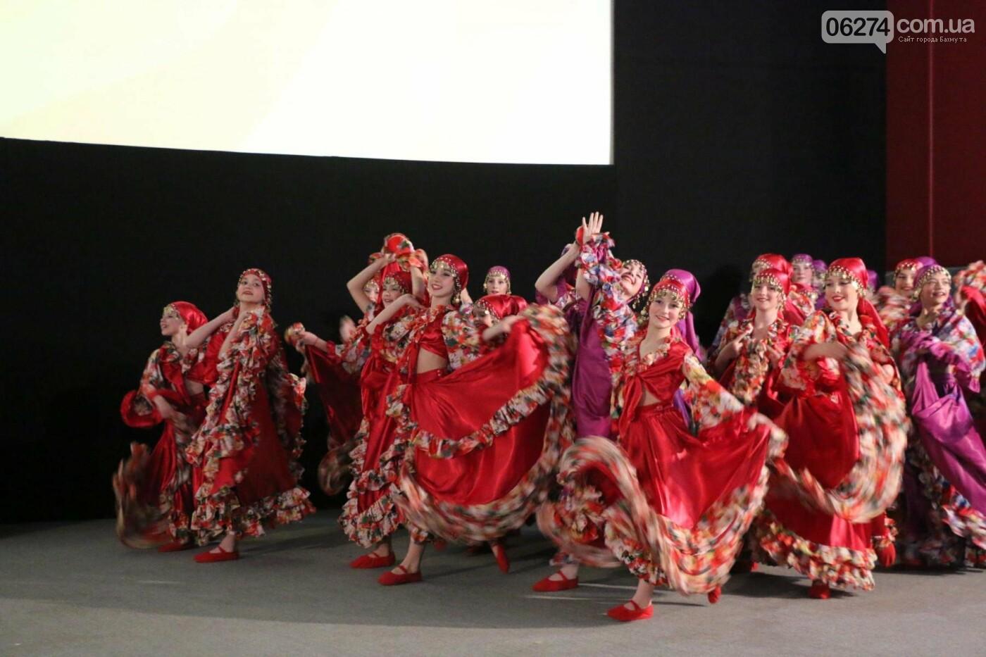 В Бахмуте прошел отчетный концерт образцового ансамбля танца «Непоседы» (ФОТОРЕПОРТАЖ), фото-49