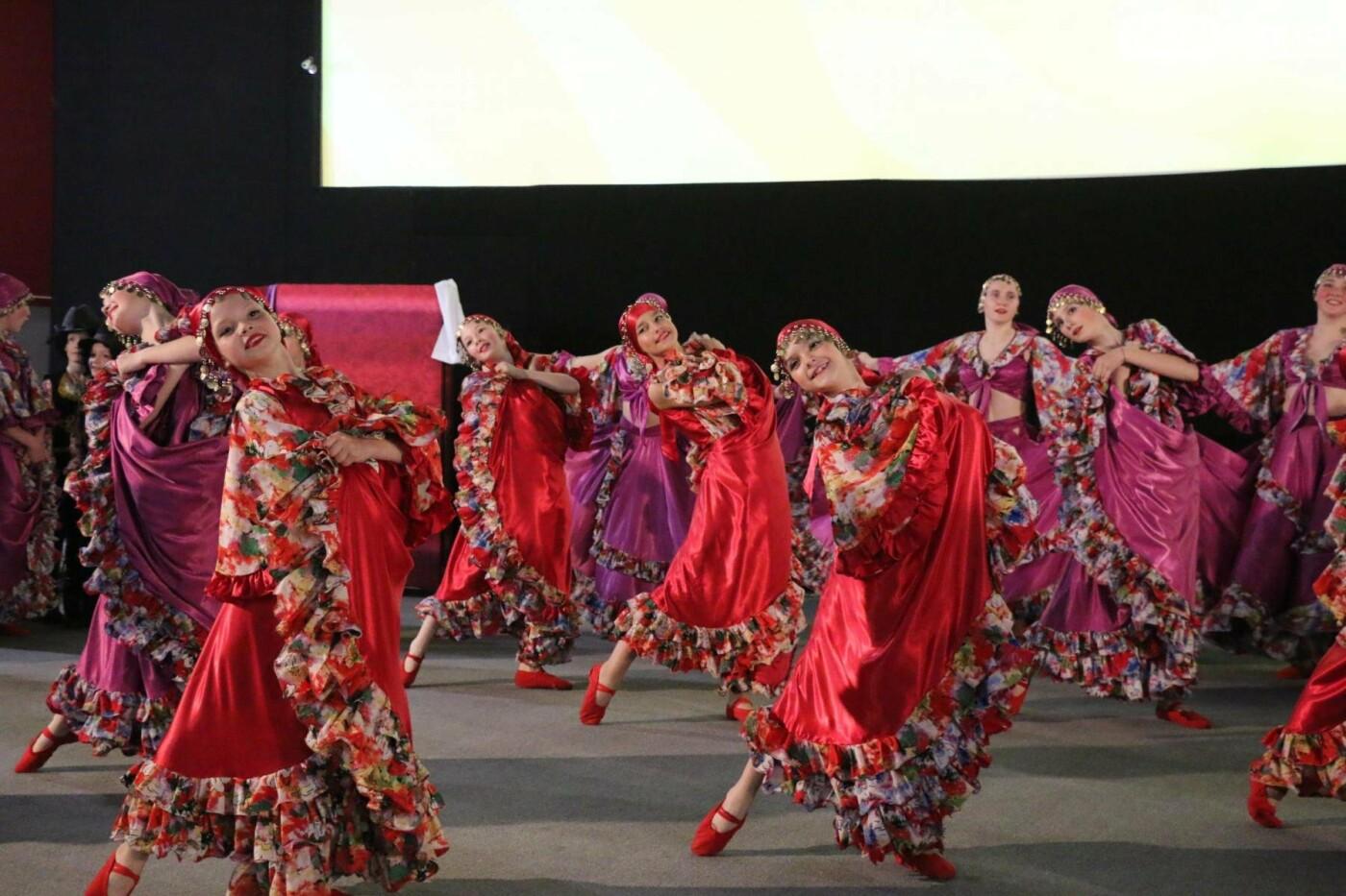 В Бахмуте прошел отчетный концерт образцового ансамбля танца «Непоседы» (ФОТОРЕПОРТАЖ), фото-53