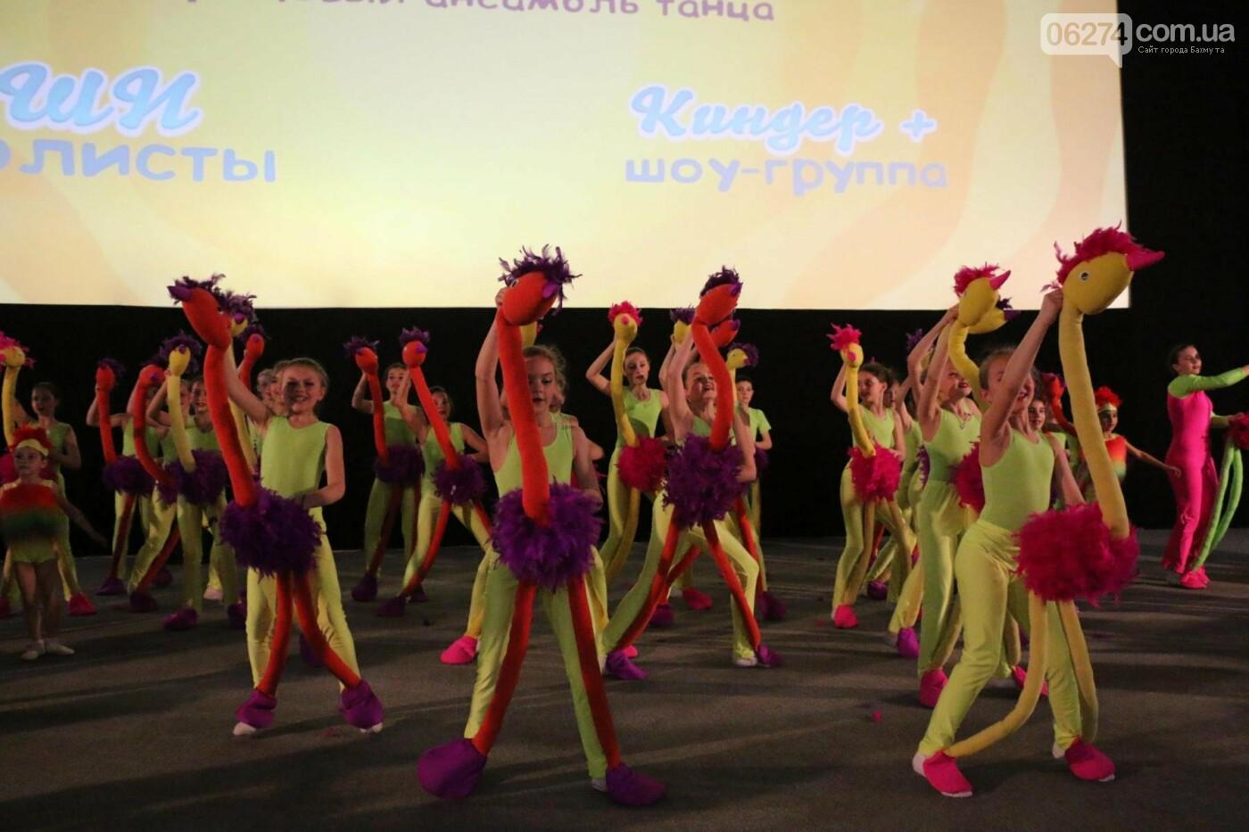 В Бахмуте прошел отчетный концерт образцового ансамбля танца «Непоседы» (ФОТОРЕПОРТАЖ), фото-44