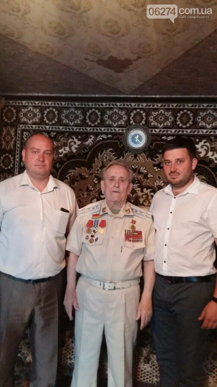 Прокуратура Бахмута поздравила ветерана Второй мировой войны с Днем победы, фото-1