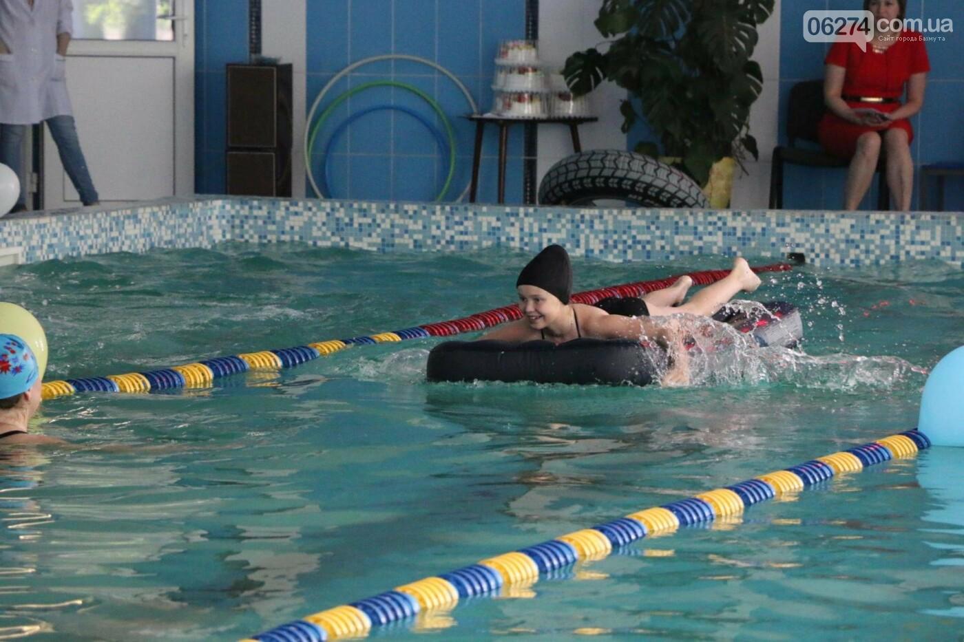 В Бахмуте ко Дню матери и Дню семьи провели семейный заплыв, фото-14