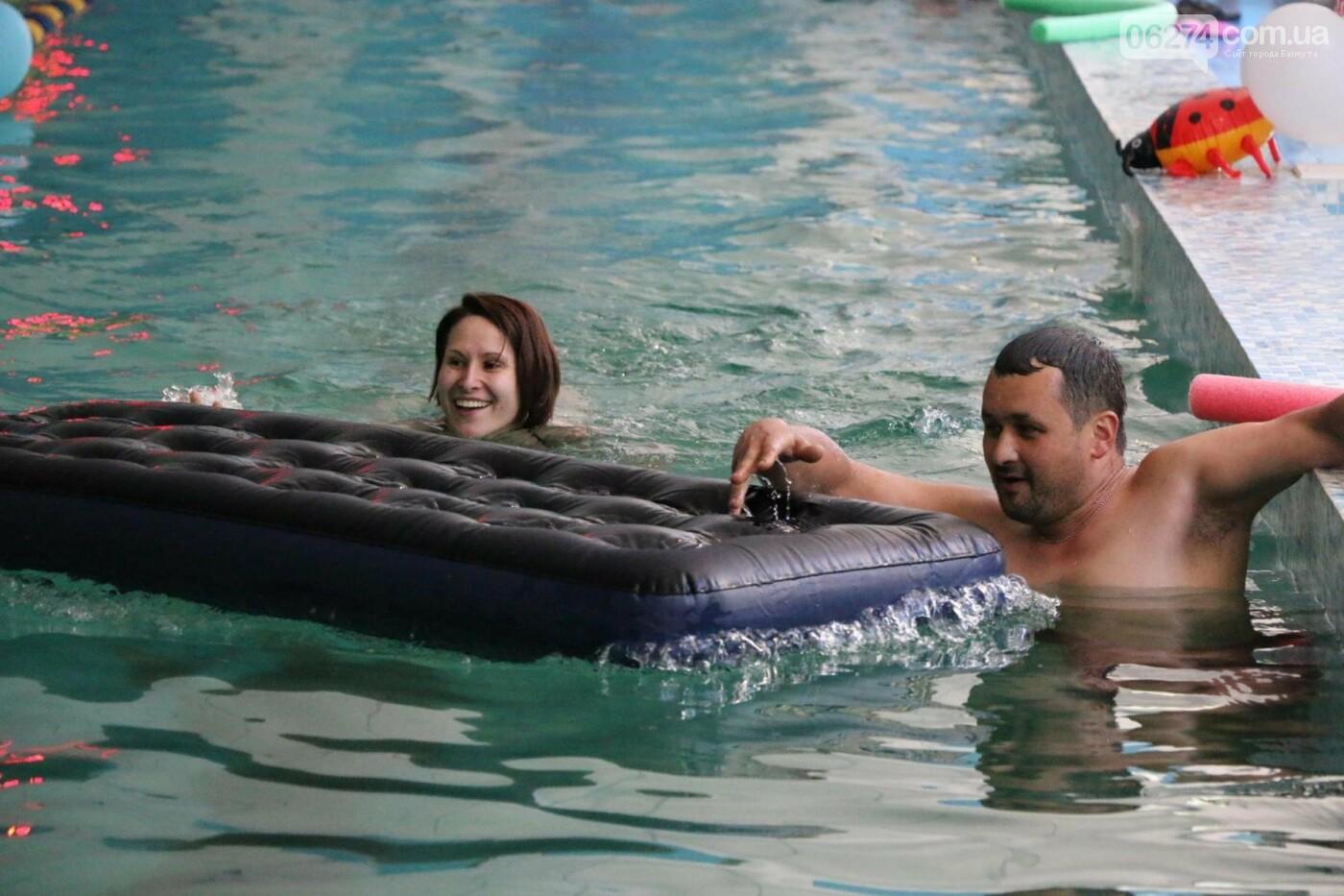 В Бахмуте ко Дню матери и Дню семьи провели семейный заплыв, фото-18