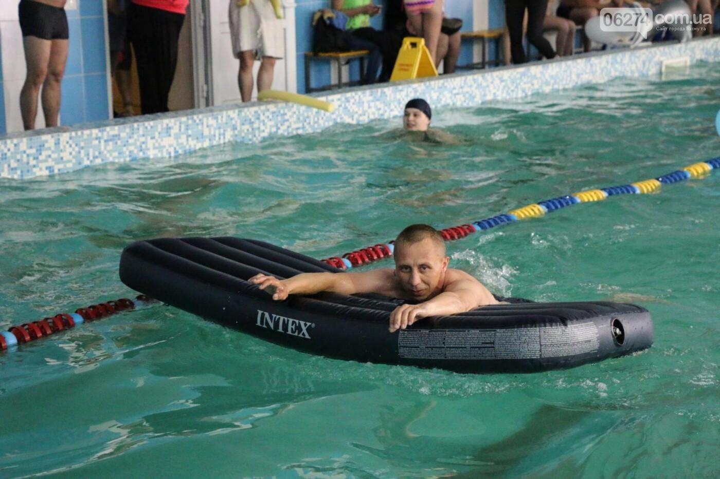 В Бахмуте ко Дню матери и Дню семьи провели семейный заплыв, фото-15
