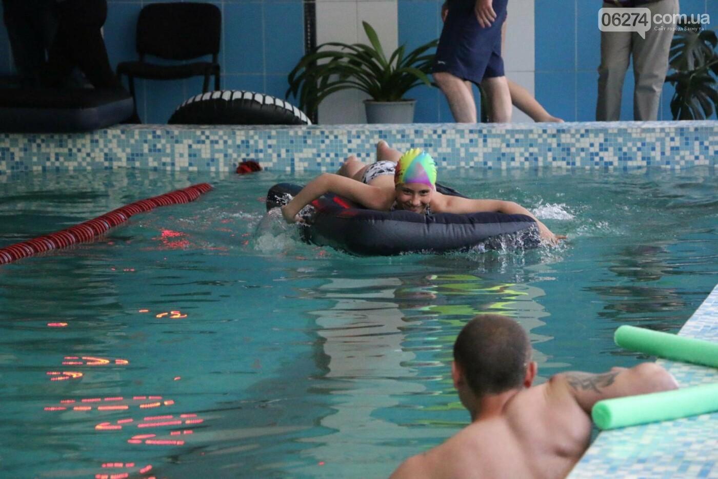 В Бахмуте ко Дню матери и Дню семьи провели семейный заплыв, фото-10
