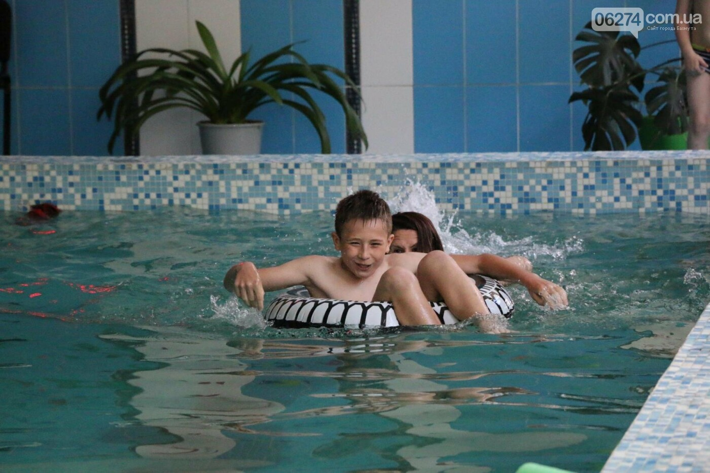 В Бахмуте ко Дню матери и Дню семьи провели семейный заплыв, фото-11