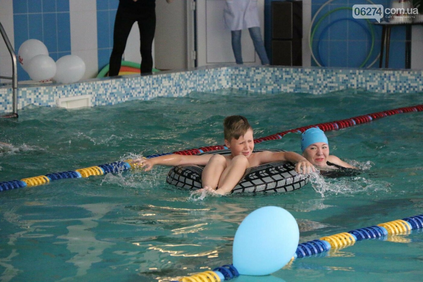 В Бахмуте ко Дню матери и Дню семьи провели семейный заплыв, фото-8