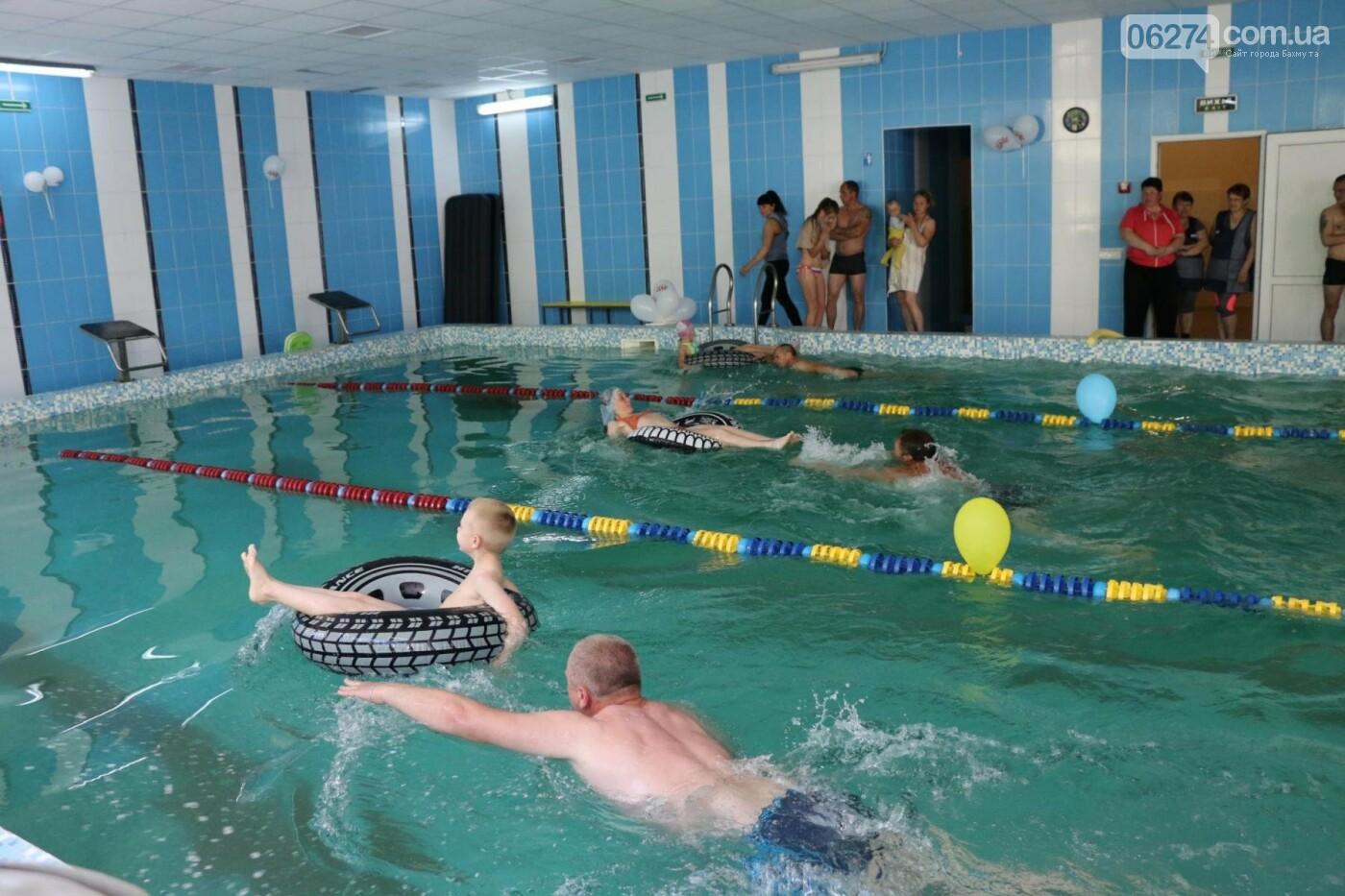В Бахмуте ко Дню матери и Дню семьи провели семейный заплыв, фото-22