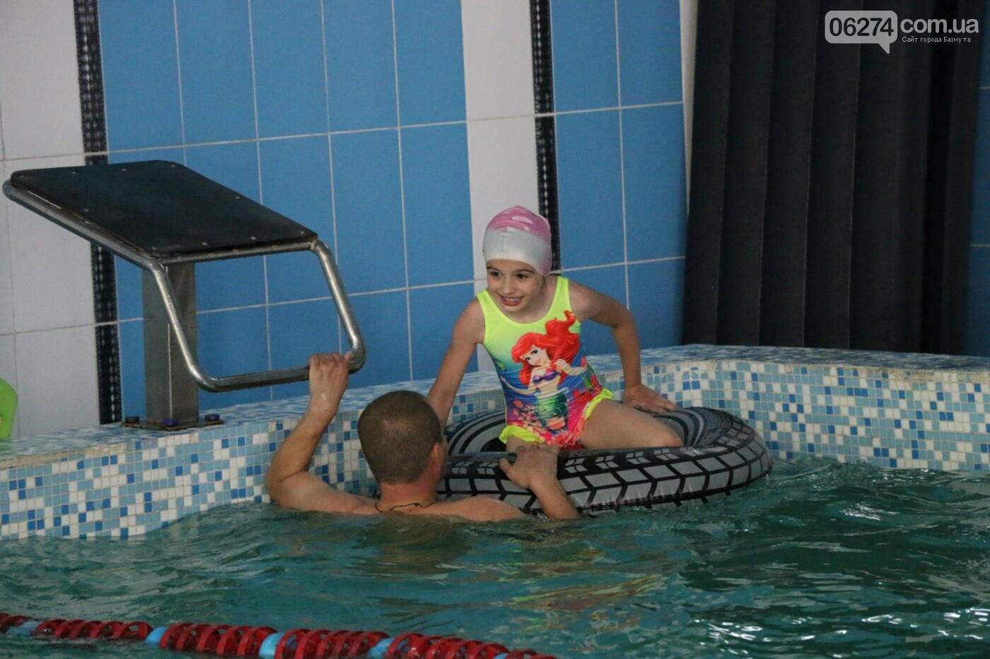 В Бахмуте ко Дню матери и Дню семьи провели семейный заплыв, фото-23
