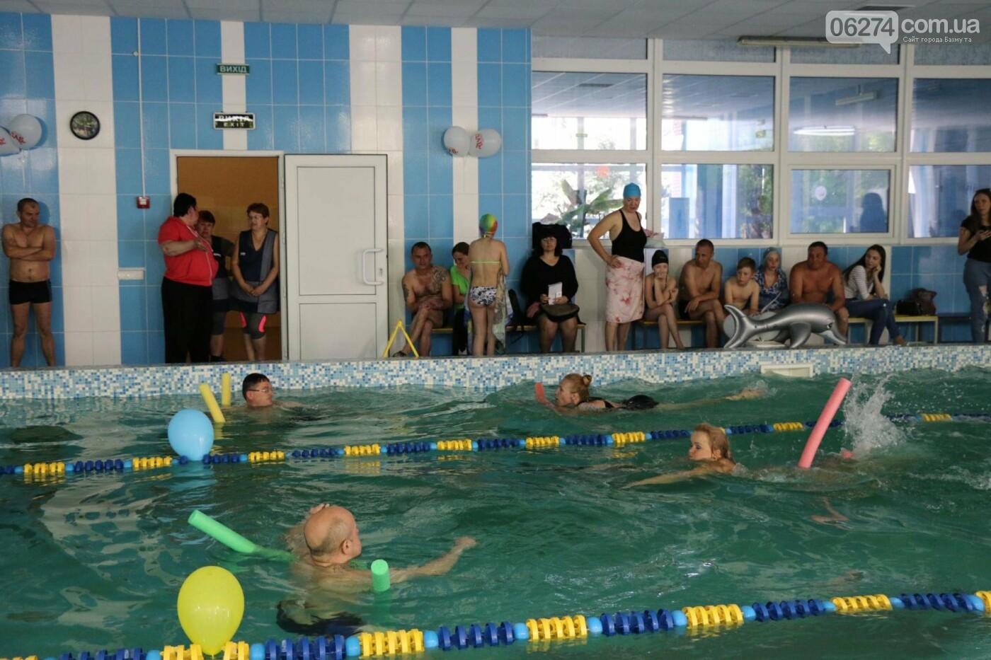 В Бахмуте ко Дню матери и Дню семьи провели семейный заплыв, фото-19