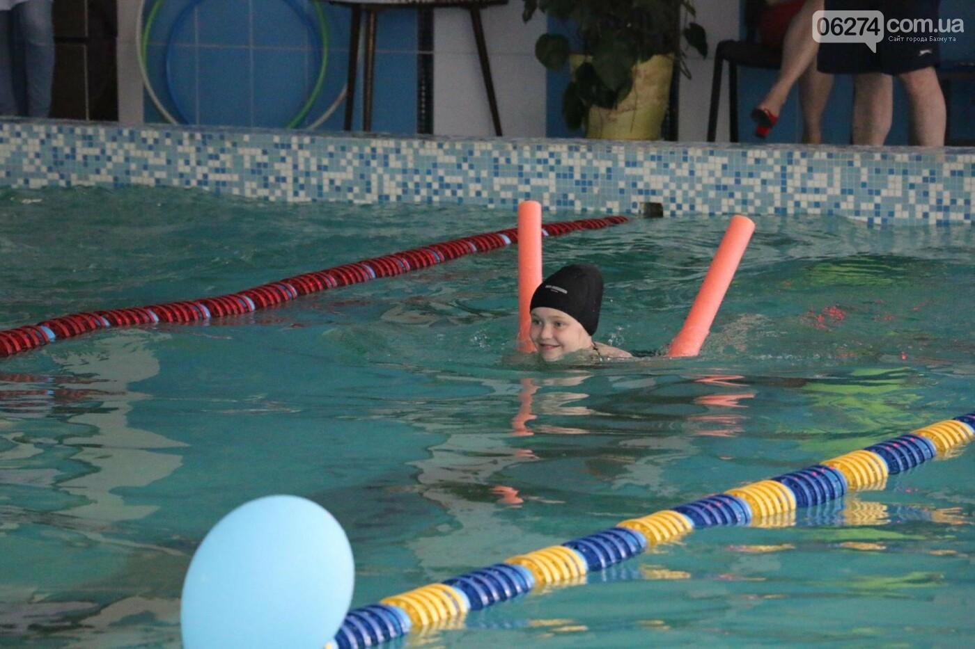 В Бахмуте ко Дню матери и Дню семьи провели семейный заплыв, фото-20